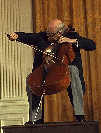 俄罗斯著名的指挥家、大提琴演奏家罗斯托波维奇逝世