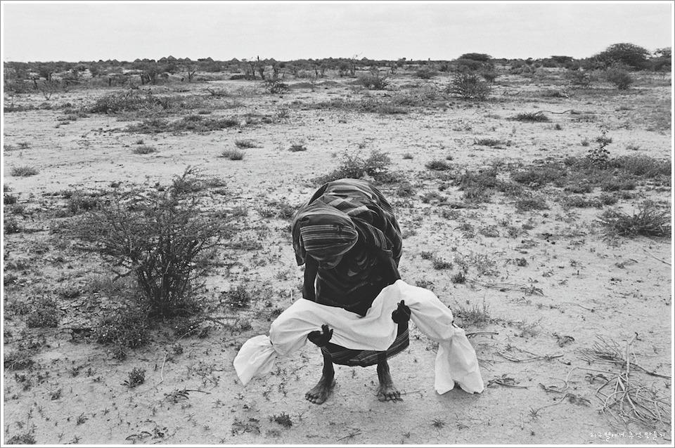 意大利维和部队在索马里丑行暴露