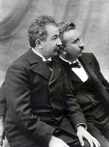 卢米埃尔兄弟发明三色照片制作工艺