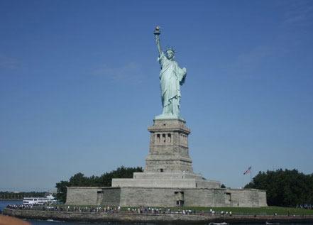 """美国""""自由女神像""""落成"""