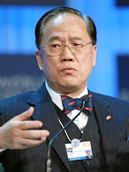 曾荫权成为新任香港特别行政区行政长官