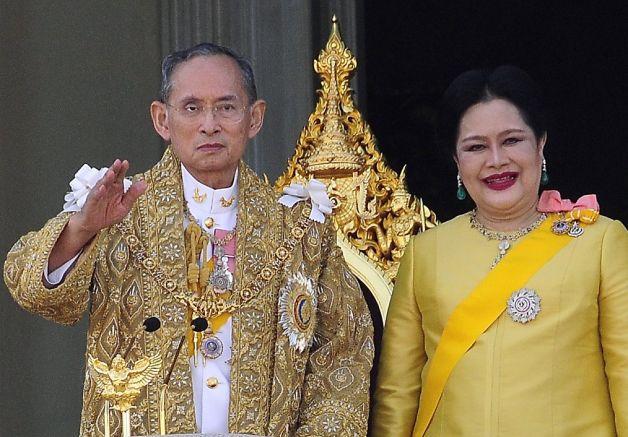 普密蓬继承泰国王位