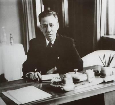 以刘少奇为首的中共代表团开始访问苏联