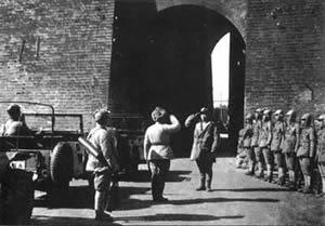 毛泽东会见傅作义,傅作义部被编入解放军