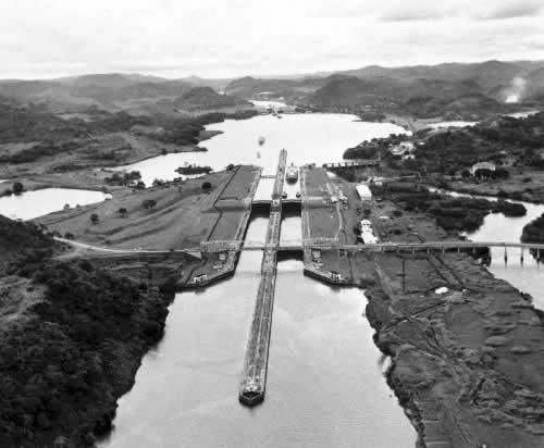 巴拿马运河开始通航