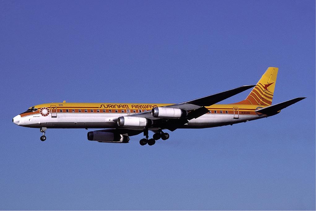 苏里南航空764号班机在帕拉马里博坠毁 包括15名苏里南足球运动员在内的176人遇难