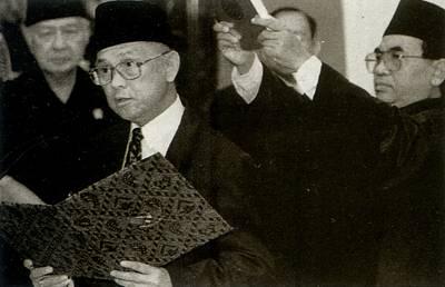 印尼总统苏哈托宣布辞职