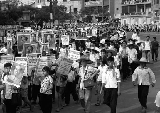 文革:天安门广场百万人批判刘少奇、邓小平、陶铸夫妇 批判刘少奇 天安门广场批判刘少奇