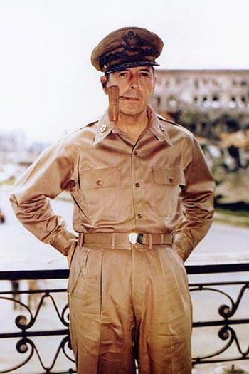 美国二战将领麦克阿瑟病逝